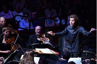 Violonistul Chris Goldscheider, a suferit un accident al auzului în timpul unui spectacol Royal Opera House - Music and More