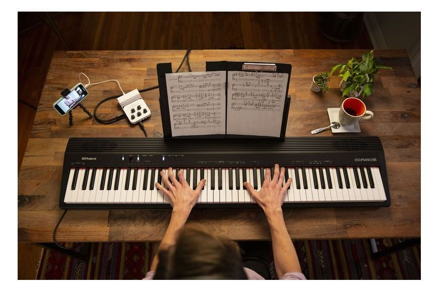 Pian Digital Portabil Roland GO:PIANO 88 - Music and More