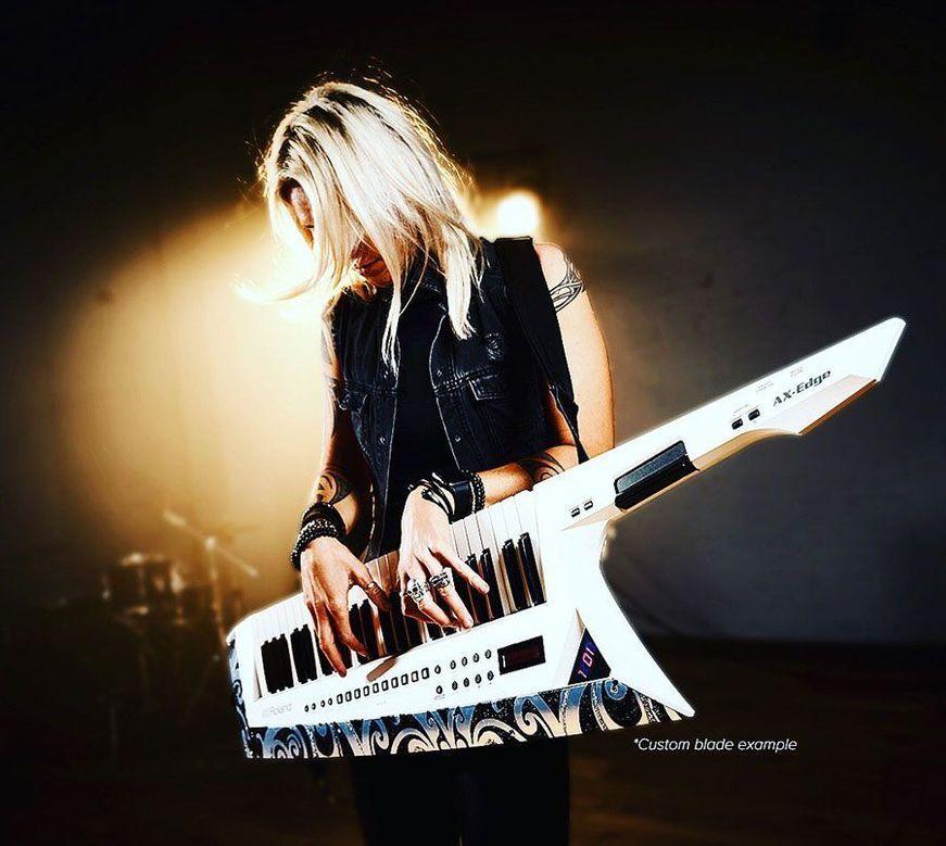 Roland a lansat sintetizatorul portabil AX-Edge Keytar